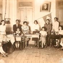 Legião Brasileira de Assistência, LBA. Dirigida por D. Olympia F. Adami, era responsável pela confecção de roupas, embornais e sobretudos para os voluntários da Revolução Constitucionalista de 1932.