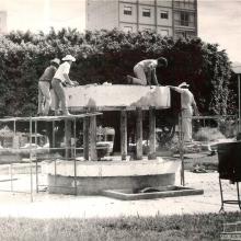 Reforma da fonte luminosa da Praça 21 de Abril. Década de 1980.