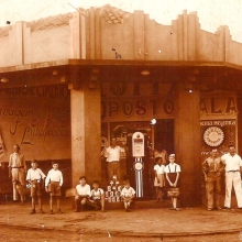 Posto Sala em 1938. Reconhecemos: Lampião, Victório Pignata, Bartolomeu Sala, Paulo Coli, Vilma Franchini, Tino Cherubin, Carlos Sala e G. Volpe.