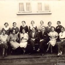Corpo docente do Grupo Escolar de Sertãozinho, década de 1940.