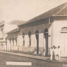 Esquina das ruas Dr. Antônio Furlan Jr. e Barão do Rio Branco, década de 1920.
