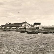 Estação Ferroviária, década de 1960. Transportes de tanques de combustível pela Metalúrgica Paschoal.