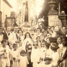 Pároco Pe. Antônio da Silveira Pithon e fiéis durante a Festa de Santa Teresa do Menino Jesus. 01 de outbro de 1923.