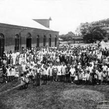Evento religioso na Fazenda Vassoural, década de 1940.