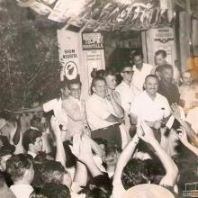 Campanha política de Egisto Sicchieri, em 1959. Reconhecemos: Sérgio Scaranello, Cícero O. Mendonça, Antônio Paschoal, Anselmo Rossi, Juvenal Martins, Alexandre Ali Mere, ? , Egisto Sicchieri, Dalfano Prates, Pedro Cerveja (Tio Pedro).