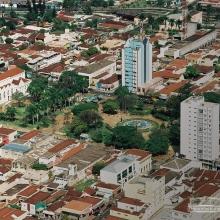 Vista aérea da Praça 21 de Abril, no centro de Sertãozinho
