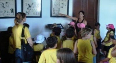 Alunos da Escola Arte Livre visitam exposições de carnaval
